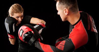 Kurs samoobrony vs szkoły sztuk walki